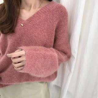 【免運】梅紅色V領柔軟毛衣 預購 免運