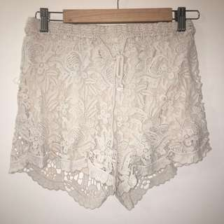 Lace/Flower cream shorts
