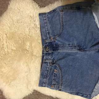 Levi Frayed shorts