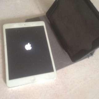 iPad Mini 1, 16GB (working, screen crack)