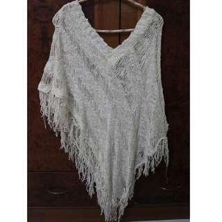 Baju putih jaring-jaring