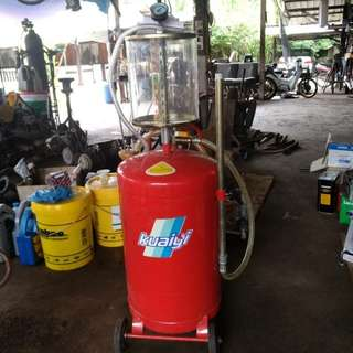 Pneumatic Engine Oil Extractor