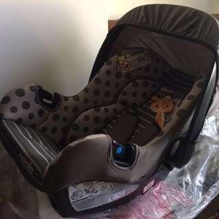 搖籃式安全坐椅