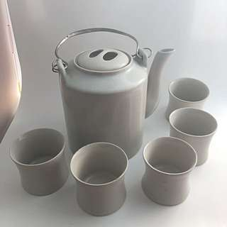 tea pot and cups set