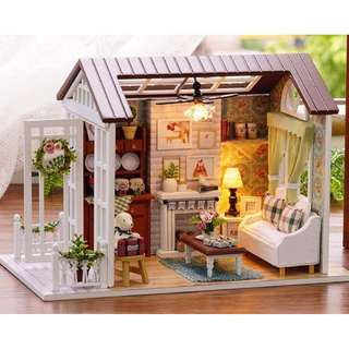 DIY Doll House Miniature Wooden Dollhouse Miniaturas Furniture Toy House Doll Toys for Christmas and Birthday