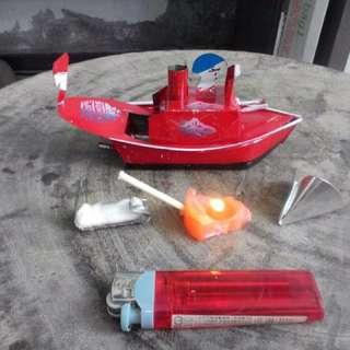 煤油燈船~~自動~~鐵皮玩具 $1000