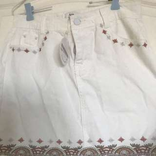 White denim skirt size L WITH TAGS