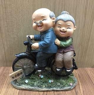 Pajangan Kakek Nenek Sepeda
