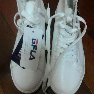 白色短筒休閒鞋