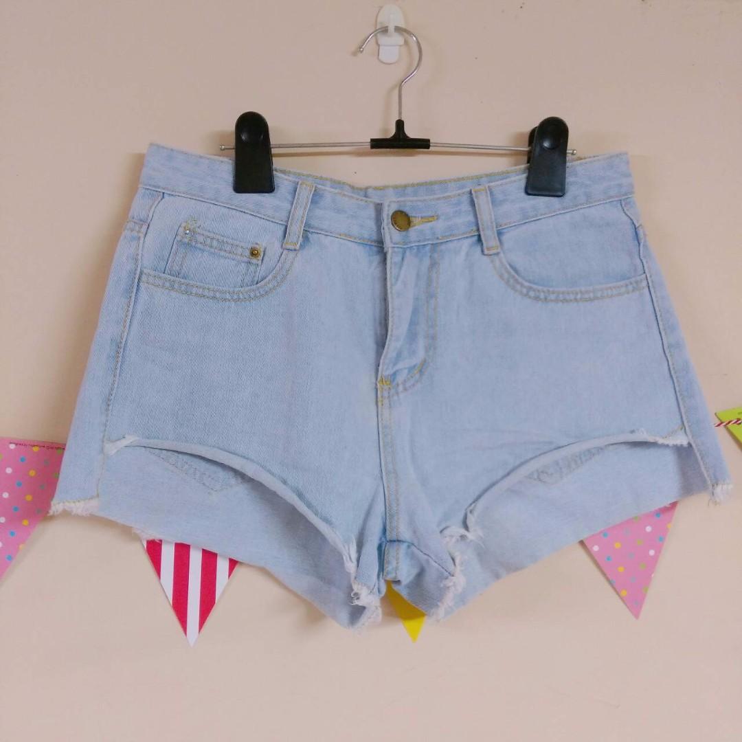 [全新] 淺藍牛仔捲邊短褲