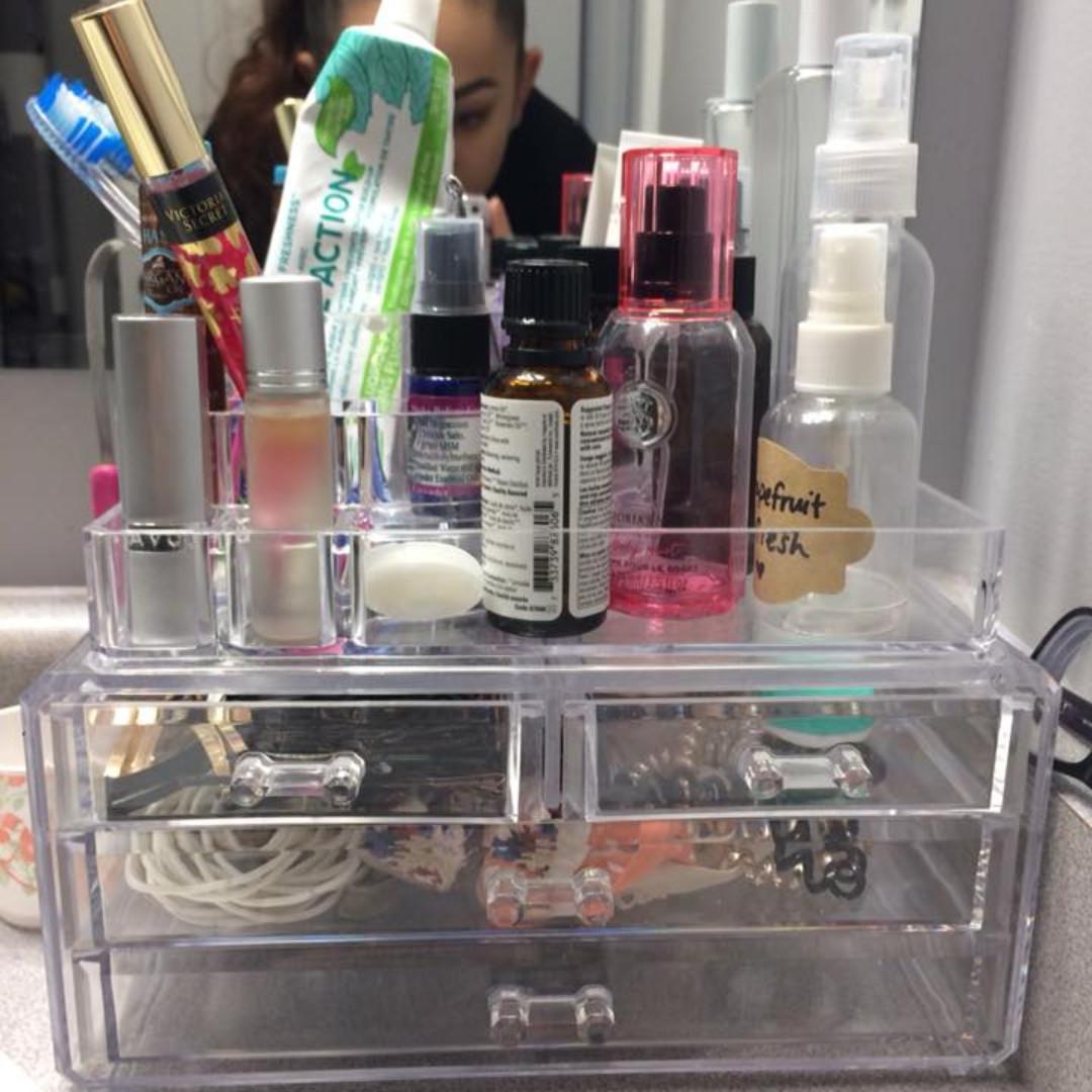 BNIB   Cosmetic Organizer