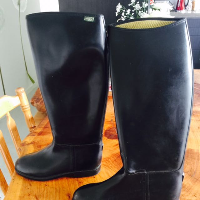 HORSE RIDING BOOTS SIZE 42