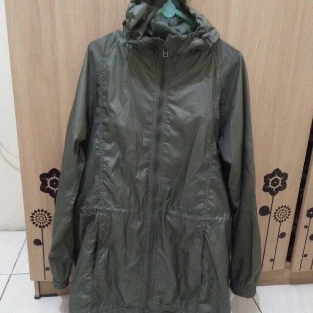 Jaket army parka original merk uniqlo bahan parasut