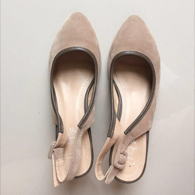 LITTLE THINGS SHE NEEDS nude Wedges