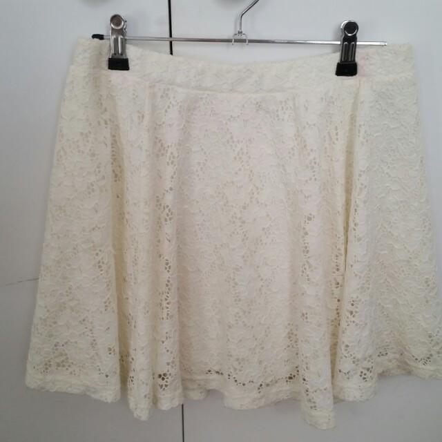 Mooloola white lace skirt sz12