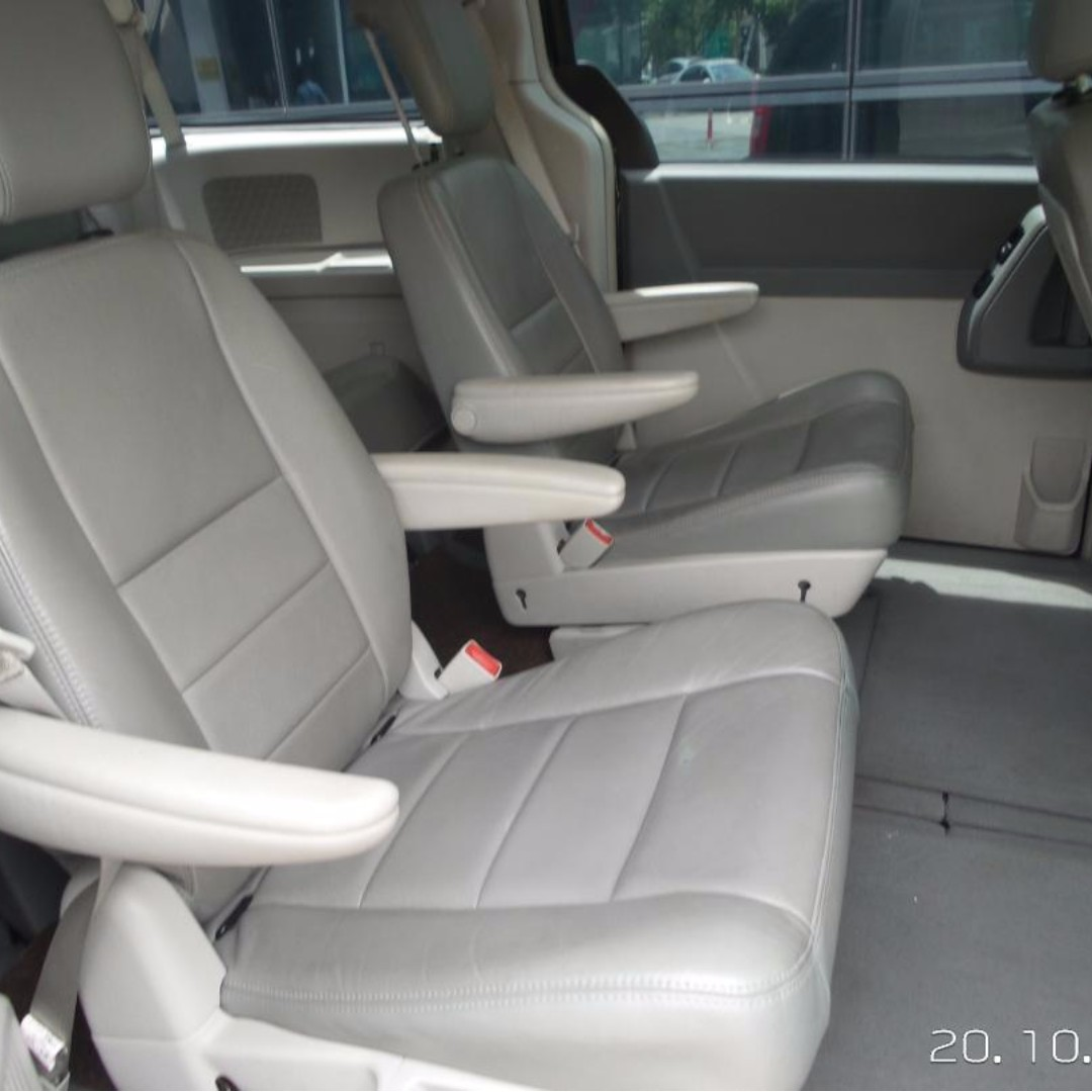 MPV 7 seater for rent equivalent to Toyota Vellfire Or