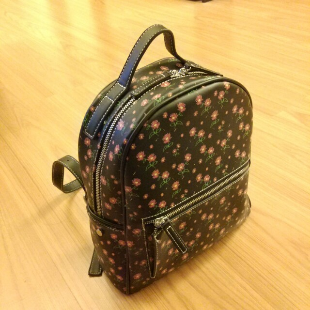 Pull and bear bagpack