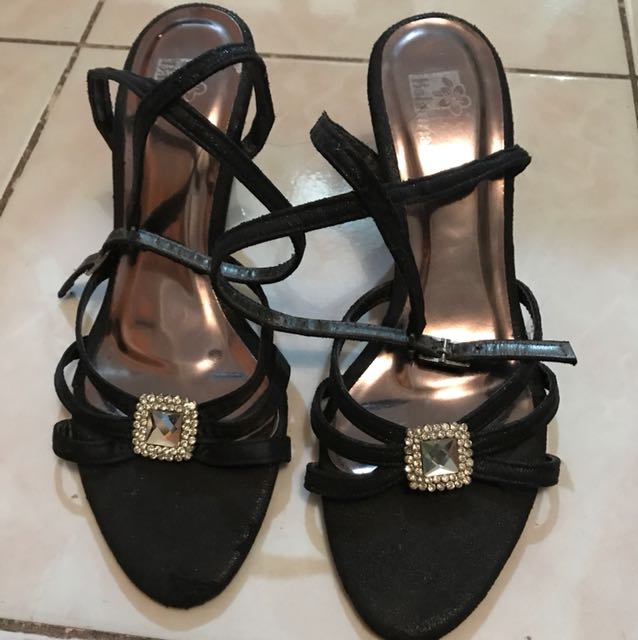 Sandals with mid heels