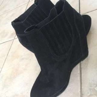 Le Chateau suede wedges booties