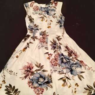 White Floral Fit and Flare Dress xs