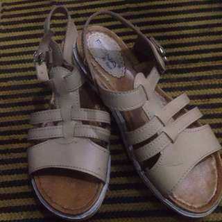 Cream casual shoes