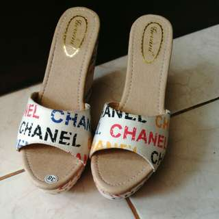 Sepatu kanvas