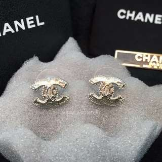 Chanel Metal Blanc earrings 銀面CC耳環