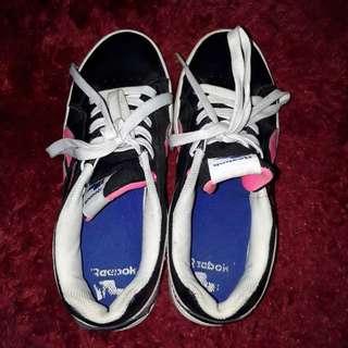 Sepatu reebook classic