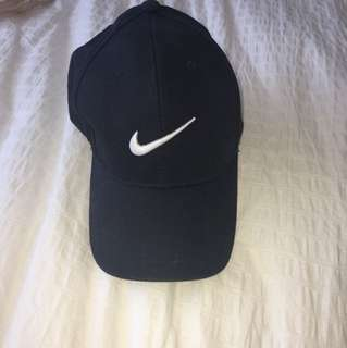 Nike hat NOT AUTHENTIC (knock off)
