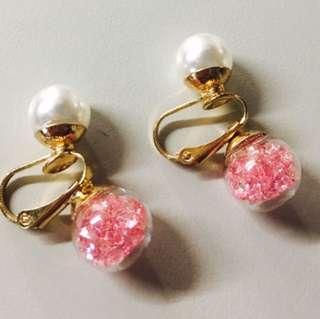 粉色珍珠大力丸夾式耳環
