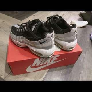 Nike air max95 QS 黑 白 銀 us6 23