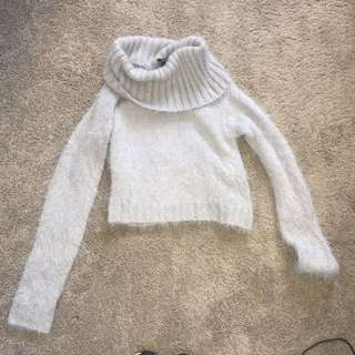 Fluffy turtle neck crop general pants
