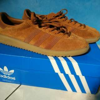ADIDAS BERMUDA BROWN SIZE 43 1/3 SECOND LIKE NEW