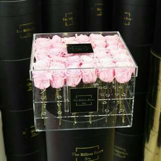36 Stalks light pink roses in acrylic gifts box - 0011