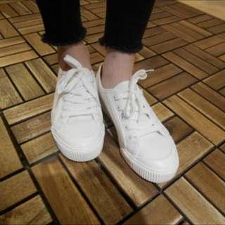 可愛小白鞋