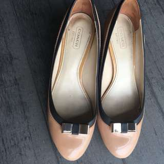Authentic Coach shoes size 37 item is in good condition no box and receipt.
