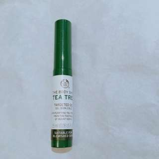 Tea tree oil for acne skin
