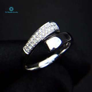 18K 白金 足反鑽石戒指