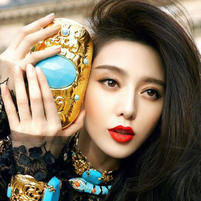 范冰冰AdR H&M 聯名系列大牌Tiffany藍限量金色手拿包晚宴包