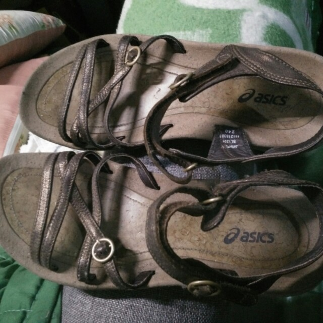 Aisics sandals