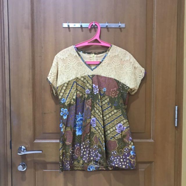 Batik renda top