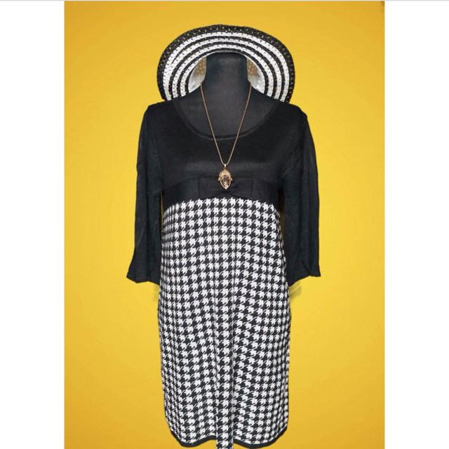 Black and White Houndstooth Print Knit Dress