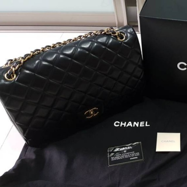 d7fa9e13f8b2 CHANEL MAXI JUMBO lambskin (AUTHENTIC), Luxury, Bags & Wallets on ...