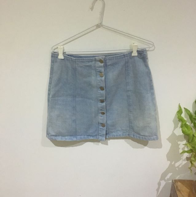 Denim skirt.