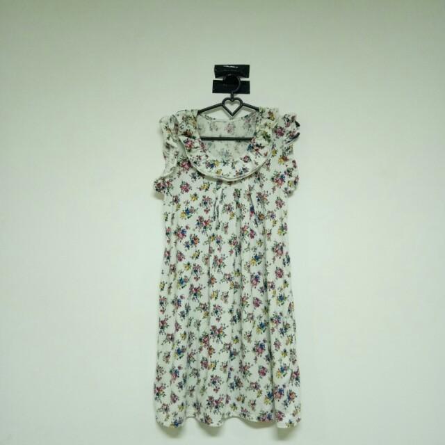 Flowery whitw dress