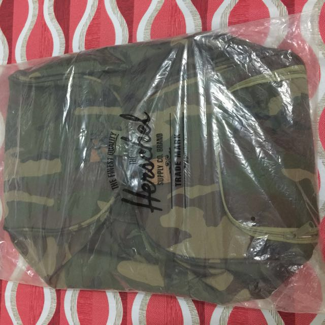 💥FOR SALE!!! RUSH!!!💥  ‼️LIMITED EDITION Herschel Supply Novel Woodland Camo Duffle Bag‼️