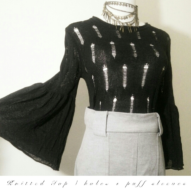 JUST ARRIVES ❣  ♥Holes and Puffy Sleeves Knitted Top♥