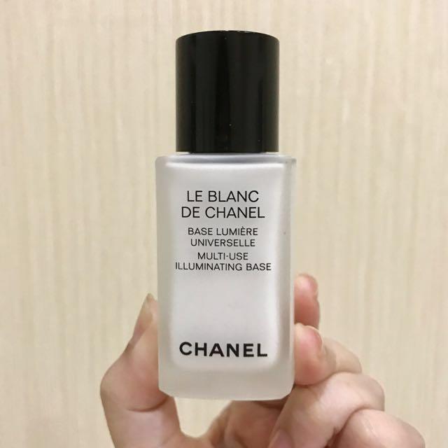 Le Blanc De Chanel Lumiere Universelle Multi-Use Illuminating Base