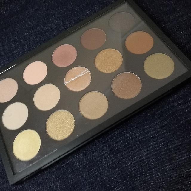 MAC warm neutrals eyeshadow palette