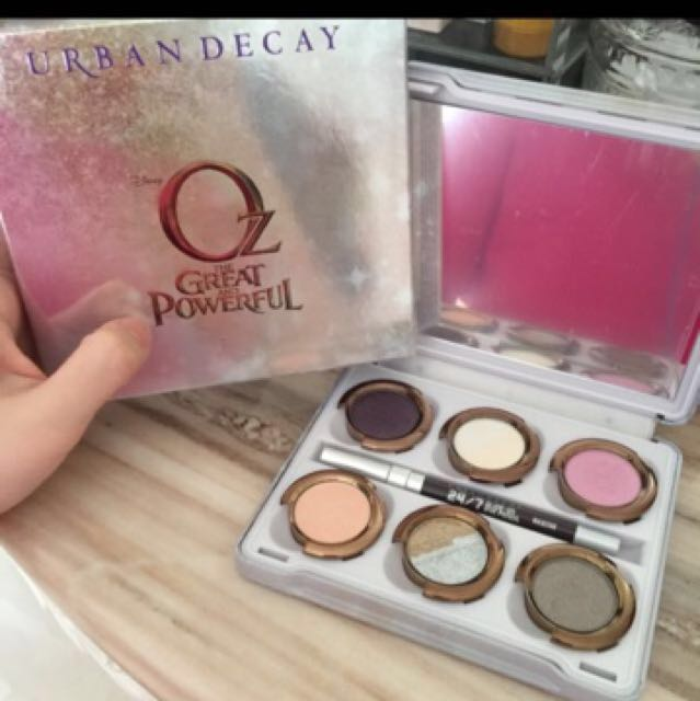 REPRICE URBAN DECAY OZ THE GREAT AND POWERFUL EYESHADOW PALETTE